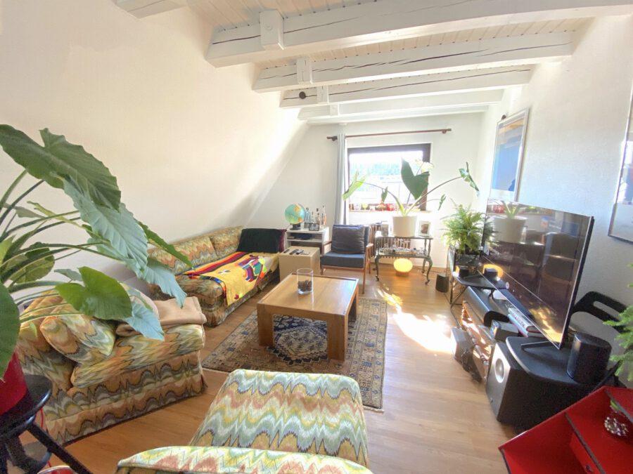 Schöne 2,5 Dachgeschosswohnung mit EBK und Balkon - Wohnzimmer