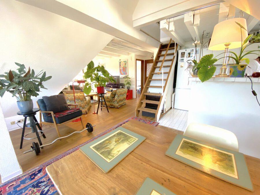Schöne 2,5 Dachgeschosswohnung mit EBK und Balkon - Wohn-Esszimmer