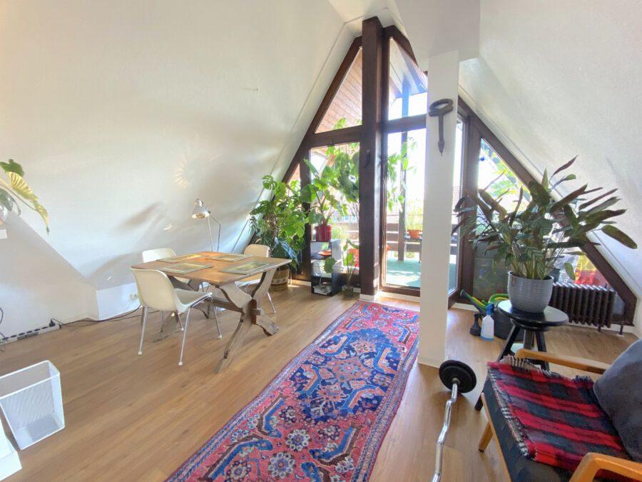 Schöne 2,5 Dachgeschosswohnung mit EBK und Balkon - Esszimmer
