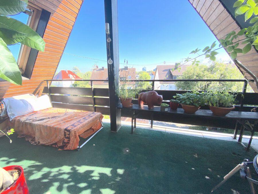 Schöne 2,5 Dachgeschosswohnung mit EBK und Balkon - Balkon