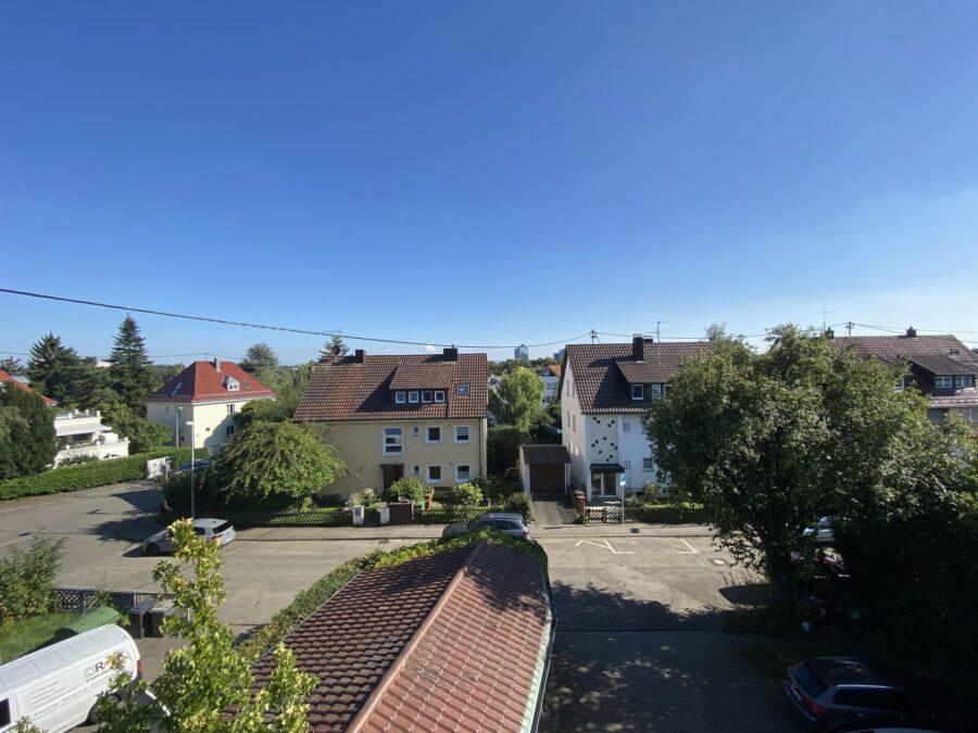 Schöne 2,5 Dachgeschosswohnung mit EBK und Balkon - Ausblick