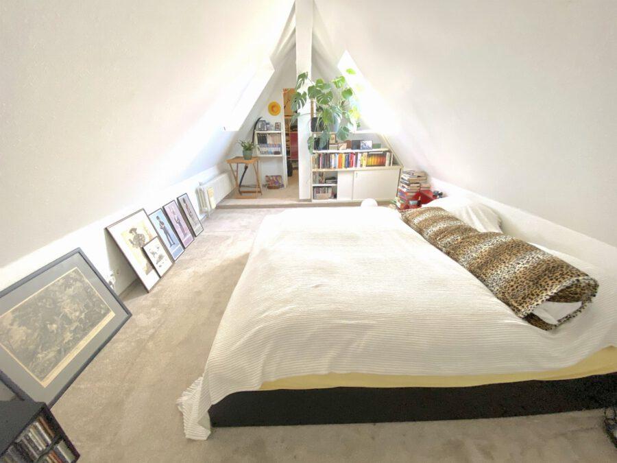 Schöne 2,5 Dachgeschosswohnung mit EBK und Balkon - Schlafzimmer oder Büro