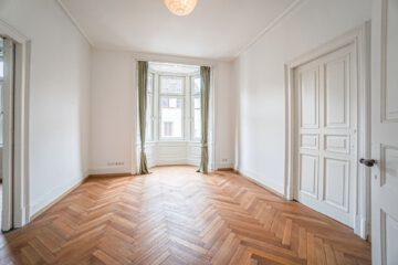 Schöne, zentral gelegene 4-Zimmer Altbauwohnung mit Loggia, 70178 Stuttgart Stuttgart-Mitte, Etagenwohnung