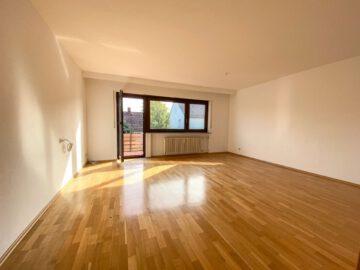 Großzügige 3-Zimmerwohnung mit neuem Bad, Balkon,EBK, Parkettboden und Garage!, 70439 Stuttgart Stammheim, Etagenwohnung